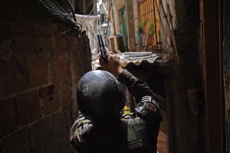 Milícia está presente em presente em 41 bairros nos quais vivem quase um terço da população do Rio (33,1%)   Foto: Carl de Souza   AFP - Foto: Carl de Souza   AFP