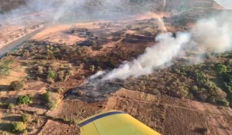 Bombeiros contam com o auxilio de aeronaves para combater focos de incêndio florestal em Barra, no oeste baiano | Foto: Divulgação | CBMBA - Foto: Divulgação | CBMBA