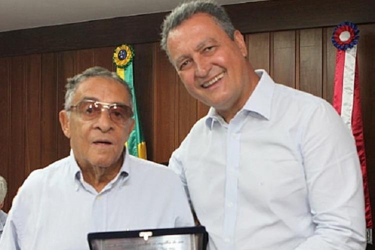 Governador publica foto de fevereiro de 2018 quando fez uma homenagem a Zé Oswaldo | Foto: Reprodução - Foto: Reprodução