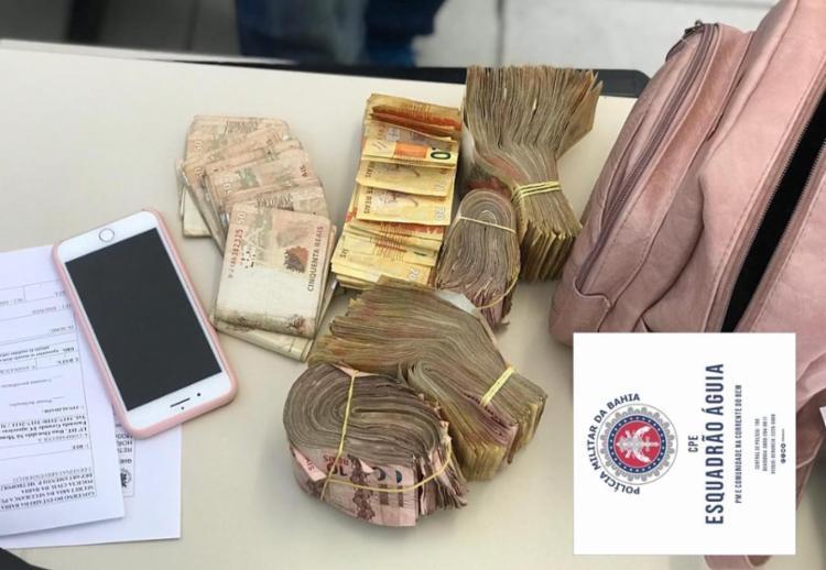 Suspeita receberia R$ 1 mil para entregar dinheiro em Feira de Santana   Foto: Divulgação   SSP-BA - Foto: Divulgação   SSP-BA