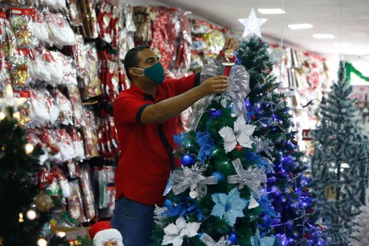 Mendonça, do Super Lima, espera vender mais este ano | Foto: Rafael Martins | Ag. A TARDE - Foto: Rafael Martins | Ag. A TARDE