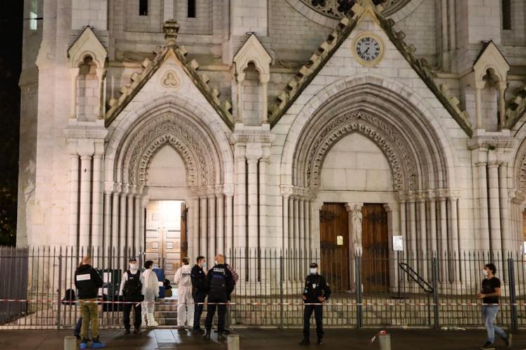 Três morreram no atentado na basílica Notre-Dame de Assunção | Foto:Valery Hache | AFP