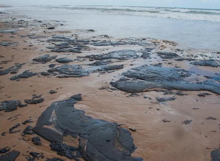 Desde setembro do ano passado, toneladas de óleo surgiram em alto-mar | Foto: Arquivo | AFP - Foto: Arquivo | AFP