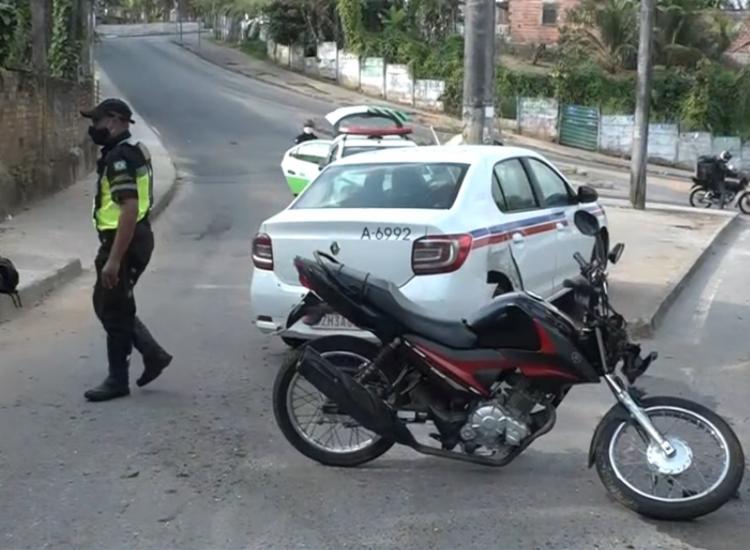 Condutor da motocicleta ficou ferido após colisão   Foto: Reprodução   TV Bahia - Foto: Reprodução   TV Bahia