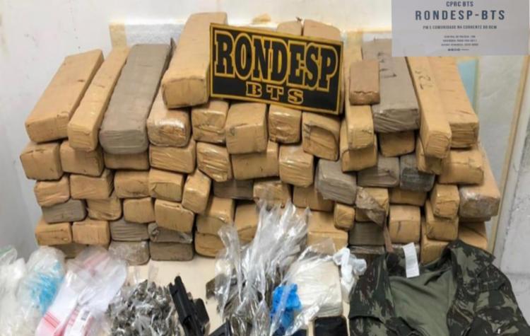 Quarteto e os materiais apreendidos foram apresentados no Departamento de Repressão e Combate ao Crime Organizado | Foto: Divulgação | SSP - Foto: Divulgação | SSP