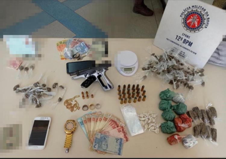Suspeitos foram autuados por tráfico de drogas, associação ao tráfico e um deles também por porte ilegal de arma de fogo | Foto: Divulgação | SSP - Foto: Divulgação | SSP