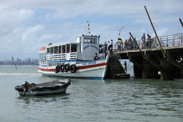 Maré baixa suspende travessia por 4h, até o meio-dia, quando transporte será retomado   Foto: Uendel Galter   Ag. A TARDE - Foto: Uendel Galter   Ag. A TARDE