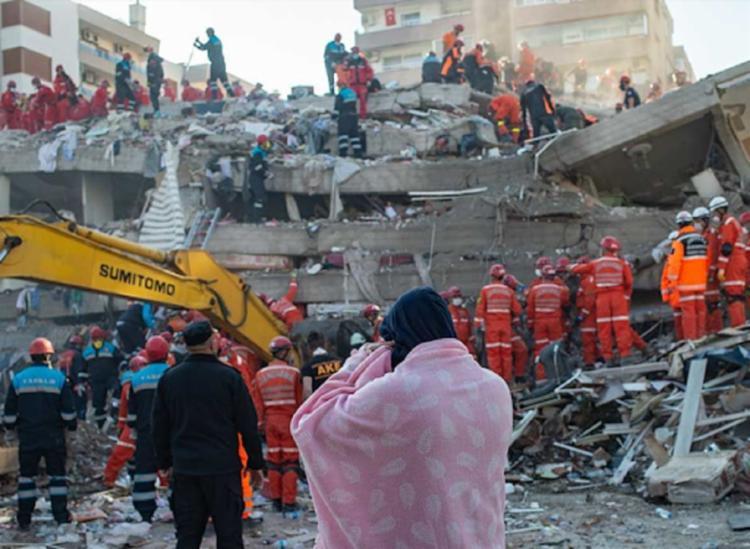 Terremoto atingiu partes do país e da Grécia nesta sexta-feira | Foto: Yasin Akgul | AFP - Foto: Yasin Akgul | AFP
