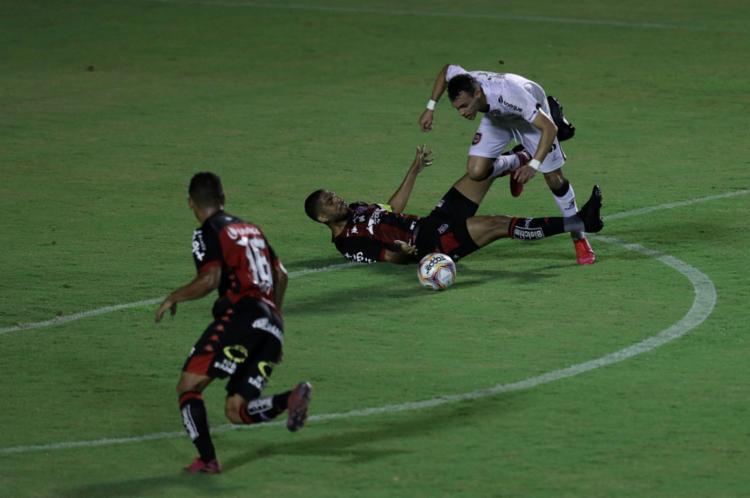 Contra o Brasil-RS, Leão chegou à oitava partida em jejum | Foto: Uendel Galter | Ag. A TARDE - Foto: Uendel Galter | Ag. A TARDE