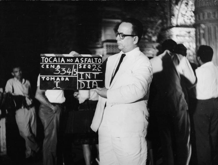Walter no set de filmagem de Tocaia no Asfalto, de Roberto Pires (1963)   Foto: Cinemateca Brasileira   Divulgação - Foto: Cinemateca Brasileira   Divulgação