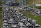 Acidente entre cinco veículos deixa trânsito lento na Av. Paralela | Foto: Rafael Martins | Ag. A TARDE