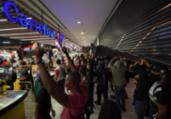 Ações do Carrefour caem 6% em meio a protestos   Nelson Almeida   AFP