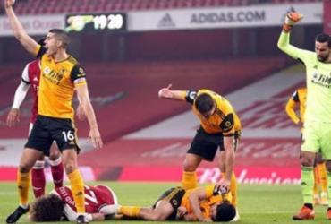 Atacante Raúl Jiménez passa por cirurgia no crânio após choque com David Luiz | AFP