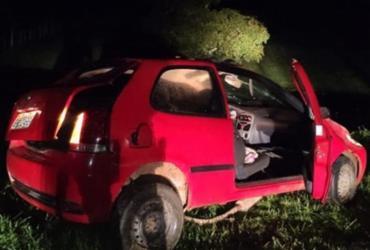 Carro com suspeitos de assalto capota durante fuga em Ipiaú | Divulgação | PM