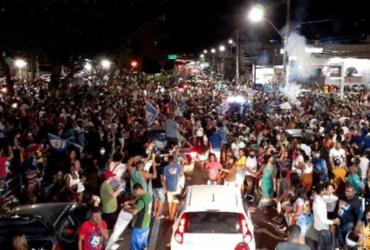 Resultados das eleições em Feira e Conquista provocam aglomerações nas ruas