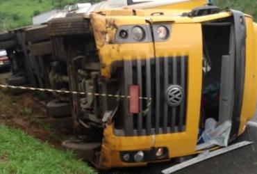 Uma pessoa morre após caminhão dos Correios tombar na BR-116   Noticias VCA   Arquivo Pessoal