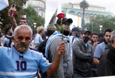 Argentinos se despedem do ídolo Maradona em velório na sede do governo | Alejandro Pagni | AFP