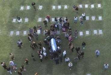 Corpo de Diego Maradona é enterrado em cemitério na Argentina | Emiliano Lasalvia | AFP