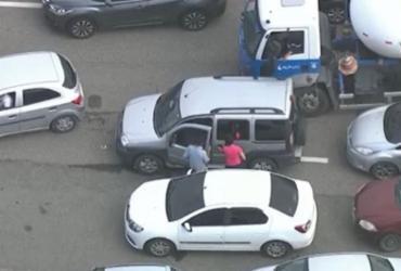 Motorista 'perde' próprio carro em engarrafamento e se desespera | Reprodução | TV Globo