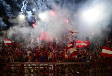 Buenos Aires explode em aplausos por Maradona; velório será na Casa Rosada | Ronaldo Schemidt | AFP