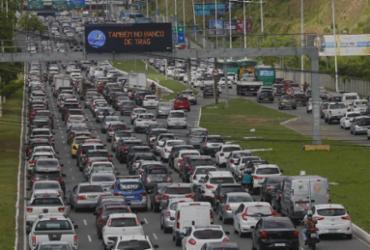 Acidente entre cinco veículos deixa trânsito lento na Av. Paralela | Rafael Martins | Ag. A TARDE