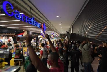 Ações do Carrefour caem 6% em meio a protestos após assassinato em mercado | Nelson Almeida | AFP