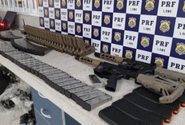 Dois fuzis e 23 pistolas são encontrados com passageiro de ônibus em Vitória da Conquista