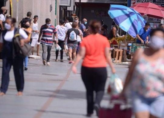 Taxa de transmissão da Covid no país é a maior desde maio, aponta levantamento | Marcos Corrêa | PR