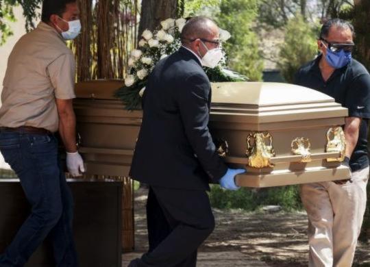 Média dos últimos sete dias é de 521 mortes por Covid-19, aponta Fiocruz | Herika Martinez | AFP