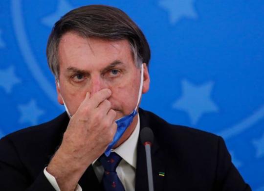 """""""Se tiver efeito colateral não vão cobrar de mim"""", diz Bolsonaro sobre vacina contra Covid   Sergio Lima   AFP"""