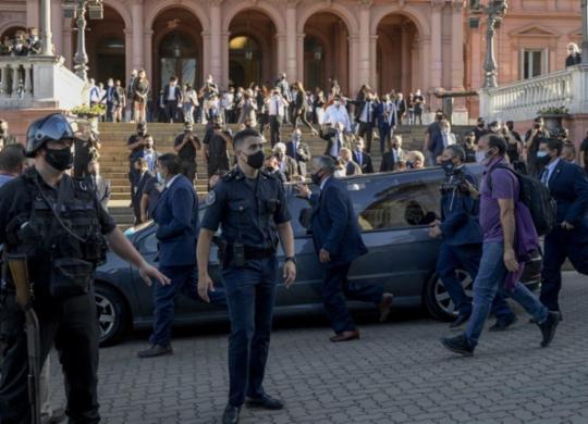 Termina velório aberto ao público e caixão de Maradona será retirado da Casa Rosada | Juan Mabromata | AFP