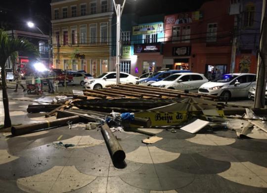 Estrutura de barraca desaba e deixa quatro feridos no Rio Vermelho   Divulgação   CBMBA