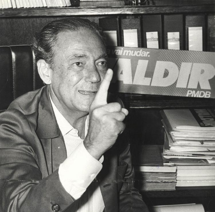 Waldir Pires após vitória nas eleições de 1986