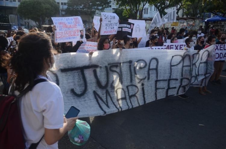 Manifestação no Centro de Salvador lembrou o caso de Mariana Ferrer, vítima de estupro - Foto: Alex Oliveira / Ag. A Tarde