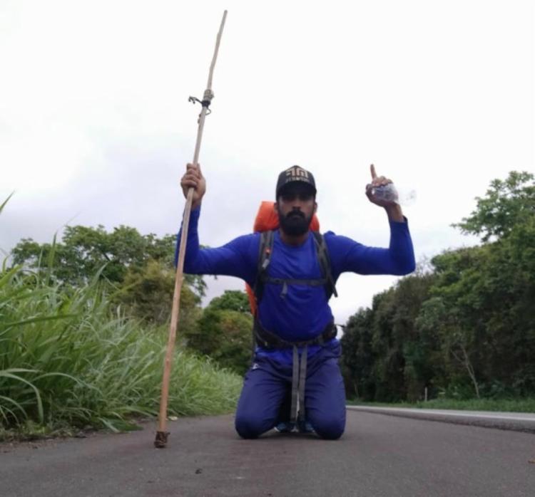 Marco caminha em média 40 km todos os dias | Foto: Reprodução | Redes Sociais