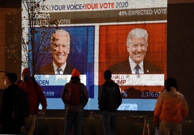Petição pede ao tribunal que ordene aos funcionários eleitorais da Pensilvânia que confisquem todas as cédulas recebidas após terça-feira   Foto: Olivier Douliery   AFP - Foto: Olivier Douliery   AFP