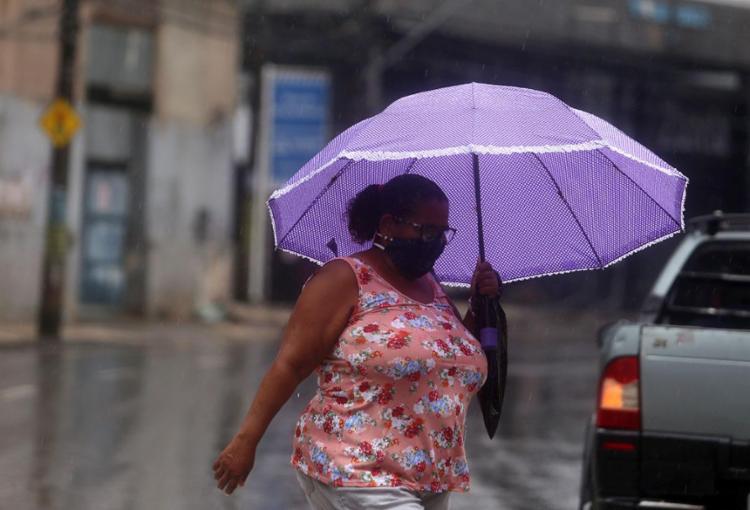 População teve que enfrentar fortes chuvas nesta terça-feira, 2   Foto: Felipe Iruatã   Ag A TARDE - Foto: Felipe Iruatã   Ag A TARDE   20.11.2020