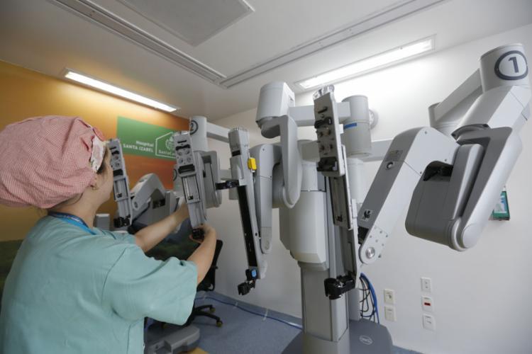A cirurgia robótica une a mais atualizada tecnologia às necessidades da medicina para intervenções precisas   Foto: Rafael Martins   Ag. A TARDE   4.7.2019 - Foto: Rafael Martins   Ag. A TARDE   4.7.2019