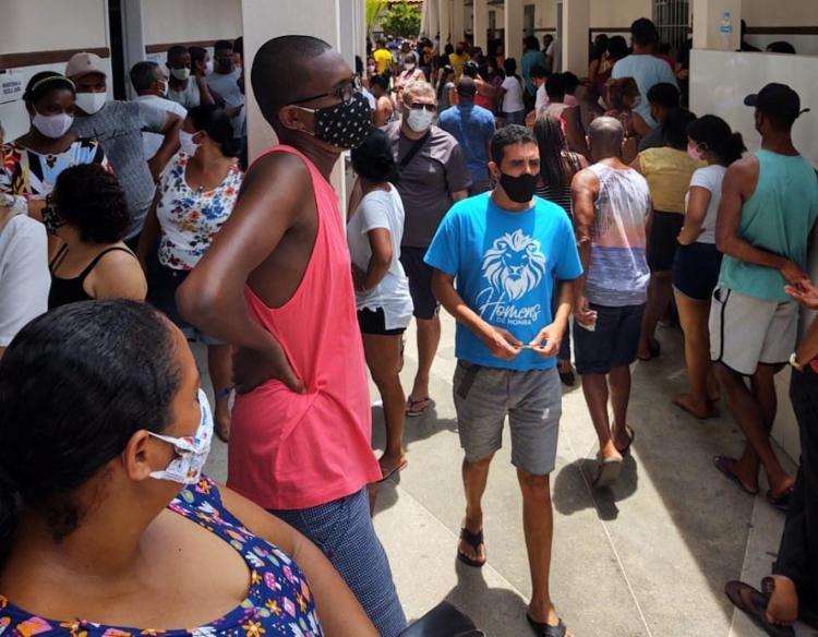 Colégio Perspectiva, em Valença, registra aglomeração de eleitores | Foto: Décio Icó | Cidadão Repórter - Foto: Décio Icó | Cidadão Repórter