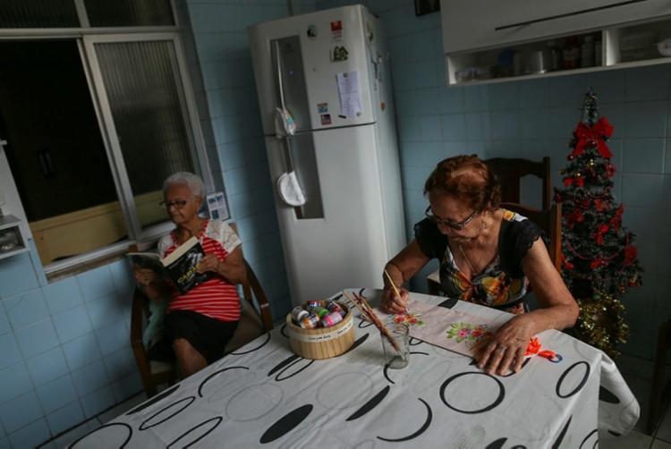 Irmãs Nilza, de 92 anos, e Zilda, 89, superaram as expectativas da pesquisa | Foto: Raphael Müller | Ag. A TARDE - Foto: Raphael Müller | Ag. A TARDE