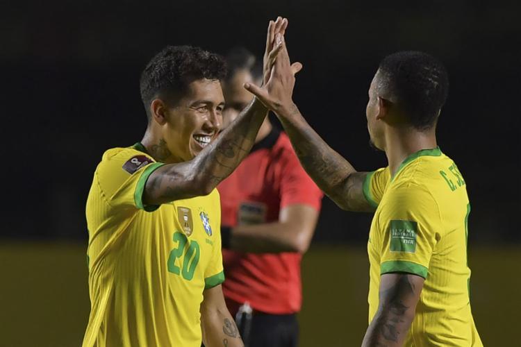 Firmino (à esq.) foi o autor do único gol na partida | Foto: Nelson Almeida | AFP - Foto: Nelson Almeida | AFP
