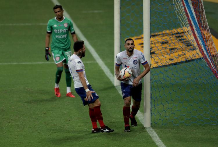 Gilberto marcou, de pênalti, o gol da vitória do Esquadrão na Sul-Americana | Foto: Uendel Galter | Ag. A TARDE - Foto: Uendel Galter | Ag. A TARDE