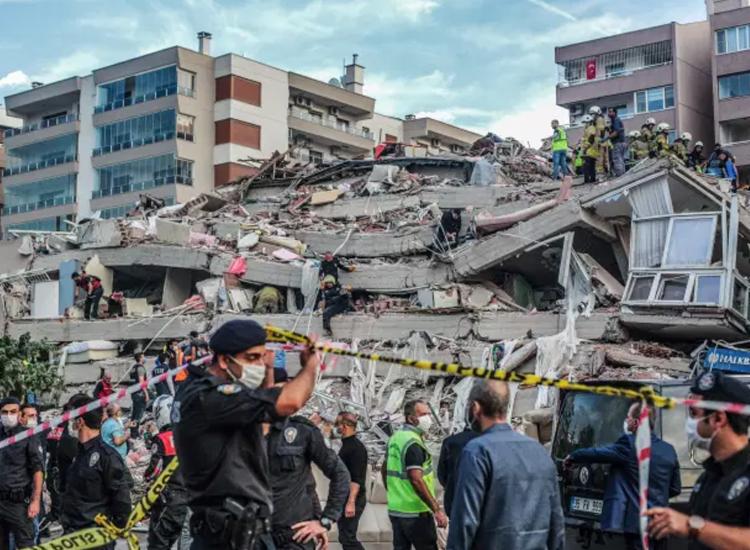896 pessoas ficaram feridas devido ao terremoto | Foto: Mert Cakir | AFP - Foto: Mert Cakir | AFP