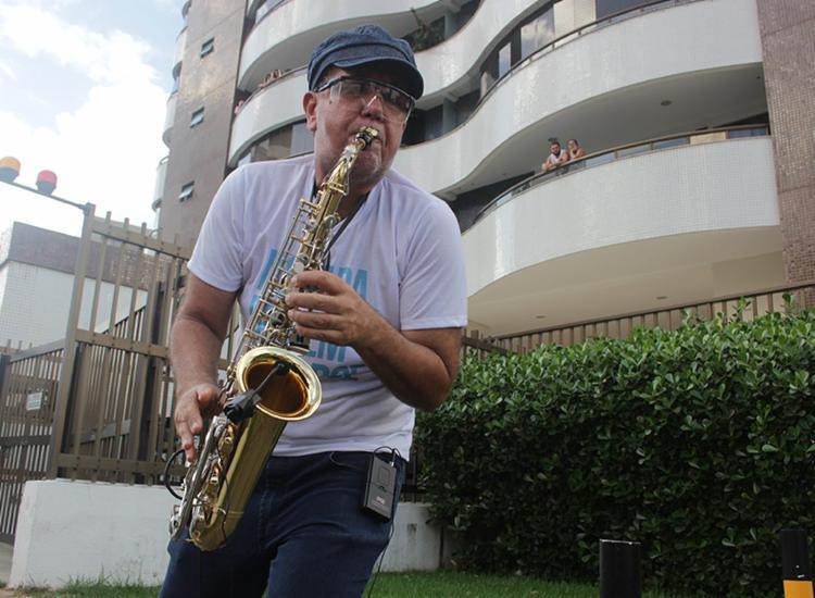 Ação conta com apresentação do saxofonista Vinicius Factum, o Vini Sax   Foto: Divulgação - Foto: Divulgação