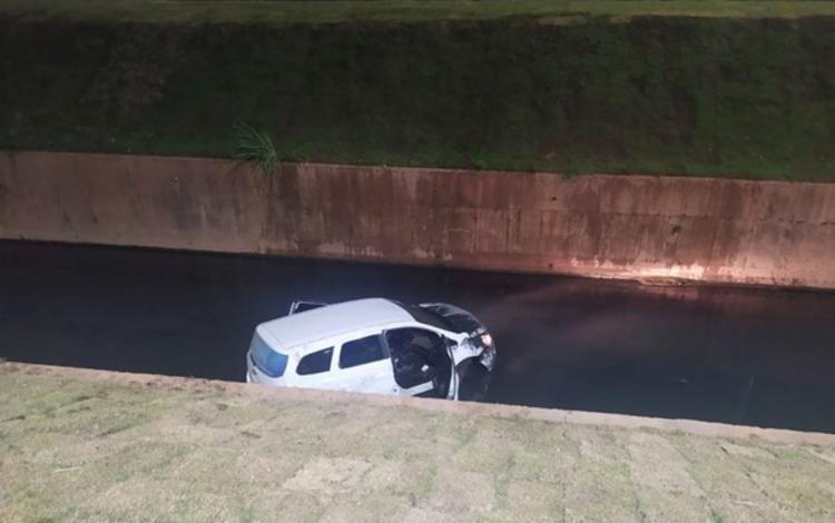 Carro ficou parcialmente destruído após acidente   Foto: Reprodução   Instagram - Foto: Reprodução   Instagram