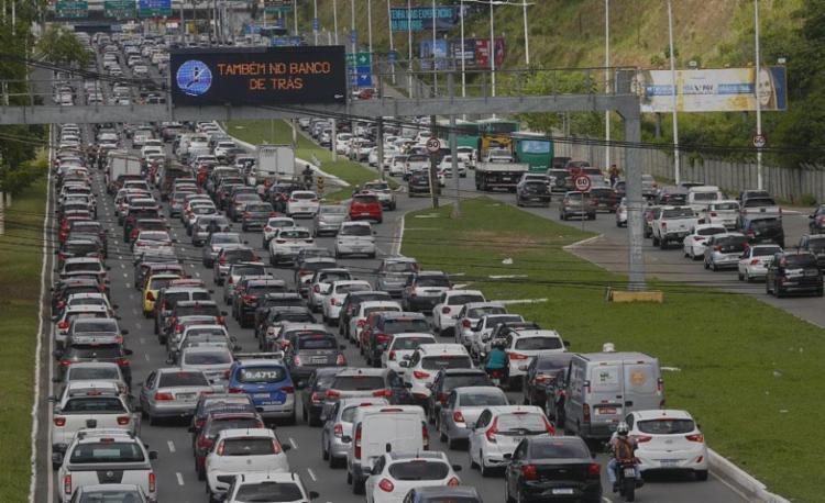 Lentidão ocorre no sentido aeroporto | Foto: Rafael Martins | Ag. A TARDE | 4.2.2020 - Foto: Rafael Martins | Ag. A TARDE | 4.2.2020