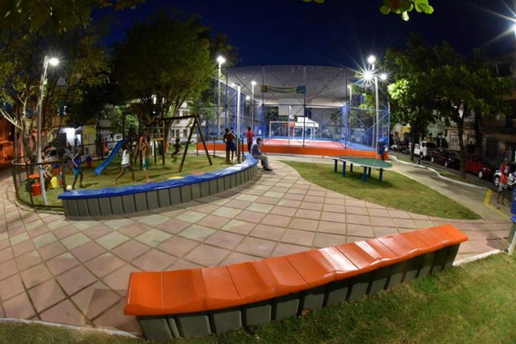 Praça inaugurada no bairro conta com opções de lazer para jovens e adultos - Foto: Foto: Valter Pontes / Secom