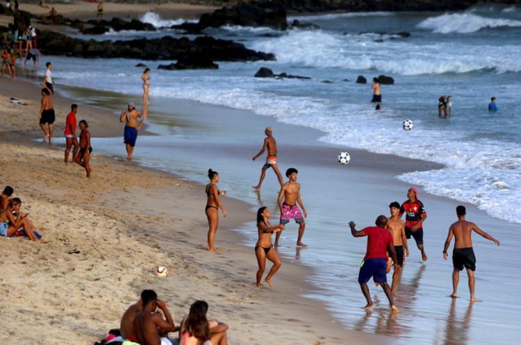 Gestor afirmou não não ter como isolar os 64km de praias da capital | Foto: Felipe Iruatã | Ag. A TARDE - Foto: Felipe Iruatã | Ag. A TARDE