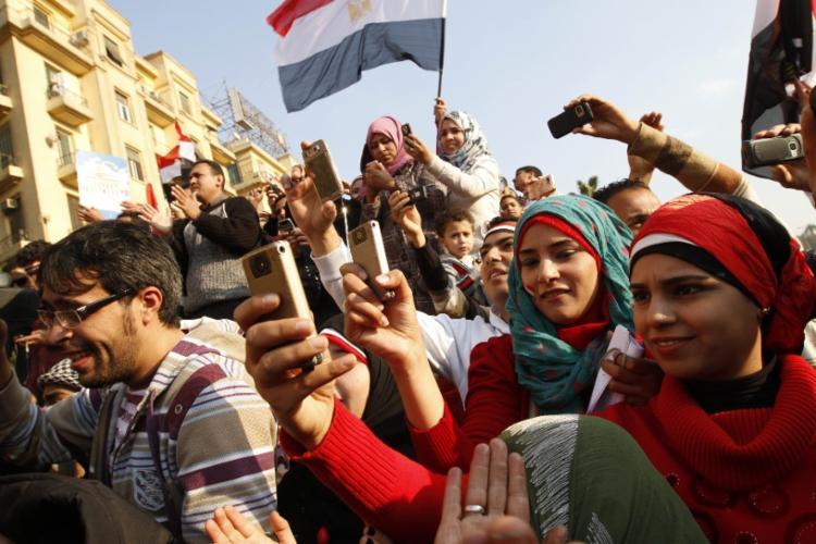 Atualmente os Estados não têm mais tanto controle sobre o que os cidadãos podem ver | Foto: Mohammed Abed | AFP - Foto: Mohammed Abed | AFP