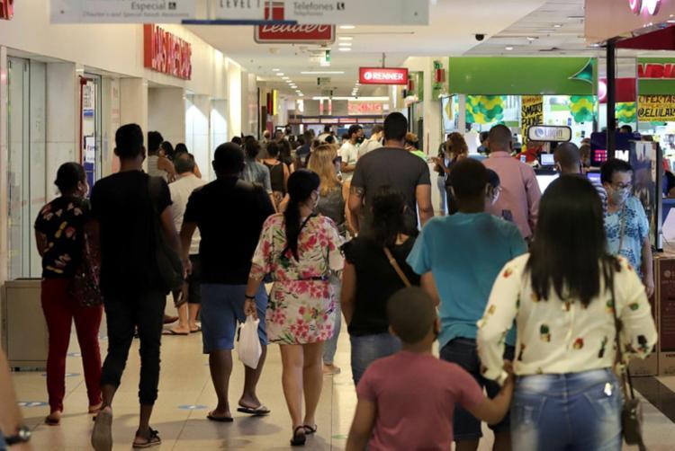 Alguns shoppings, lojas e supermercados vão alterar seu horário de funcionamento | Foto: Uendel Galter | Ag. A TARDE - Foto: Uendel Galter | Ag. A TARDE